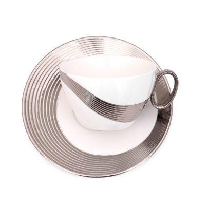 taza porcelana detalles circulares gris plateado